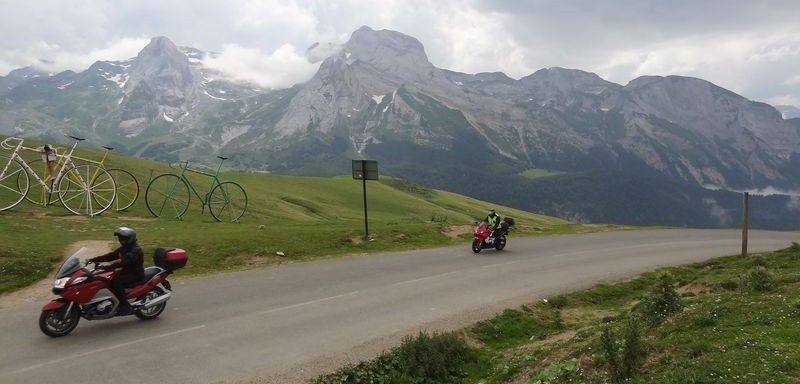 Crossing the Pyrénées on motorcycle