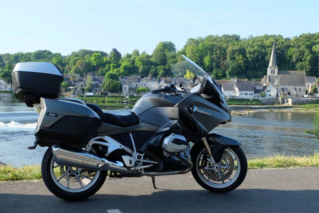 Motorcycle and scooter rental in France - Bmw, honda rental in Tours