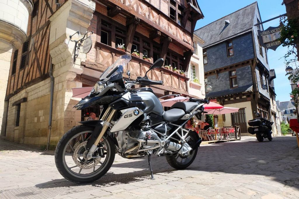 rent motorcycle france
