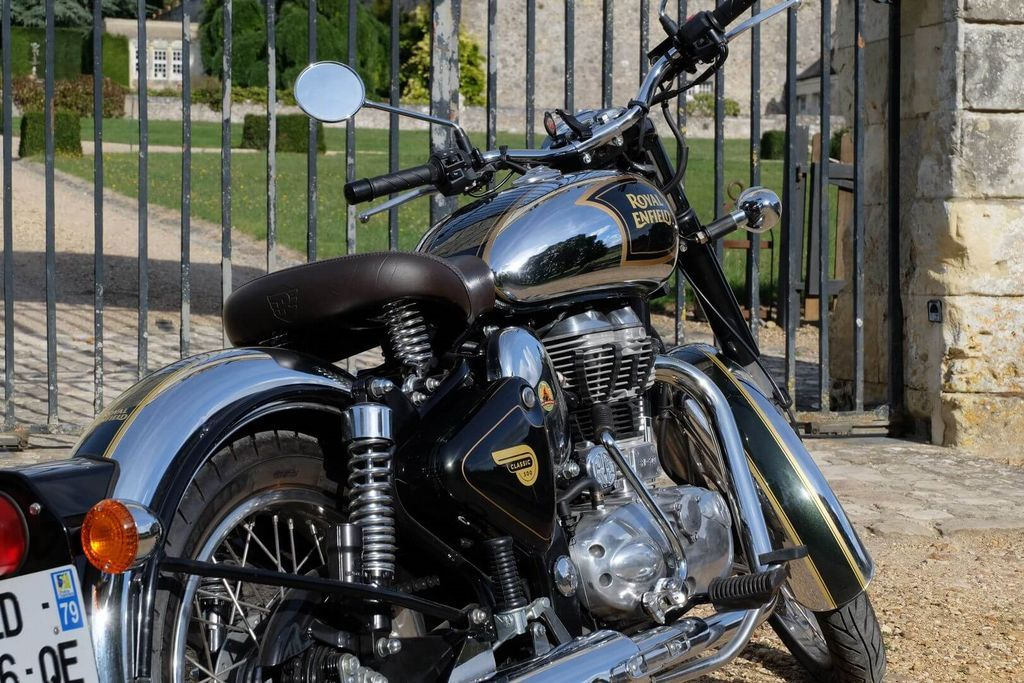 rental motorcycle royal enfield