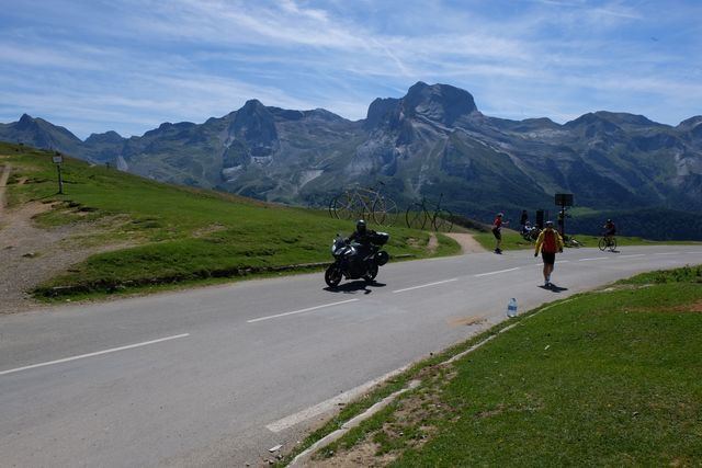 crossing pyrénées on motorcycle