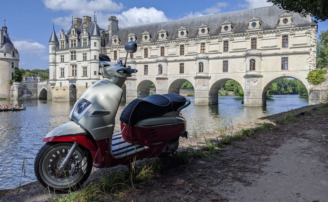 Ride a scooter vintage in the loire valley