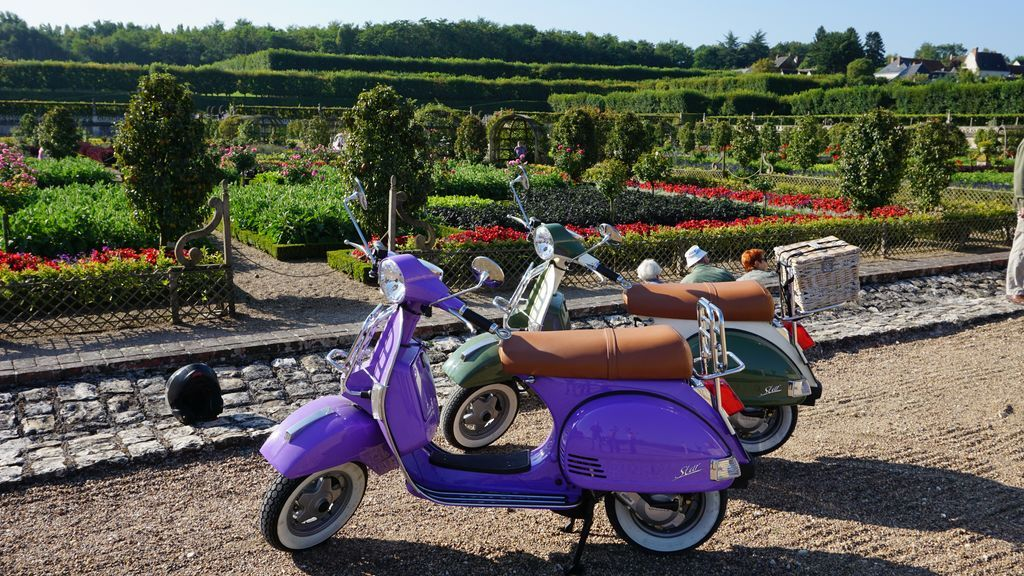 rental vespa tours france