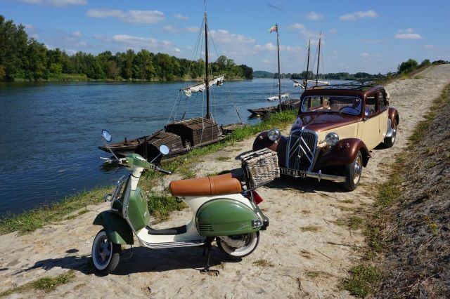 Scooter and vintage car day excursion