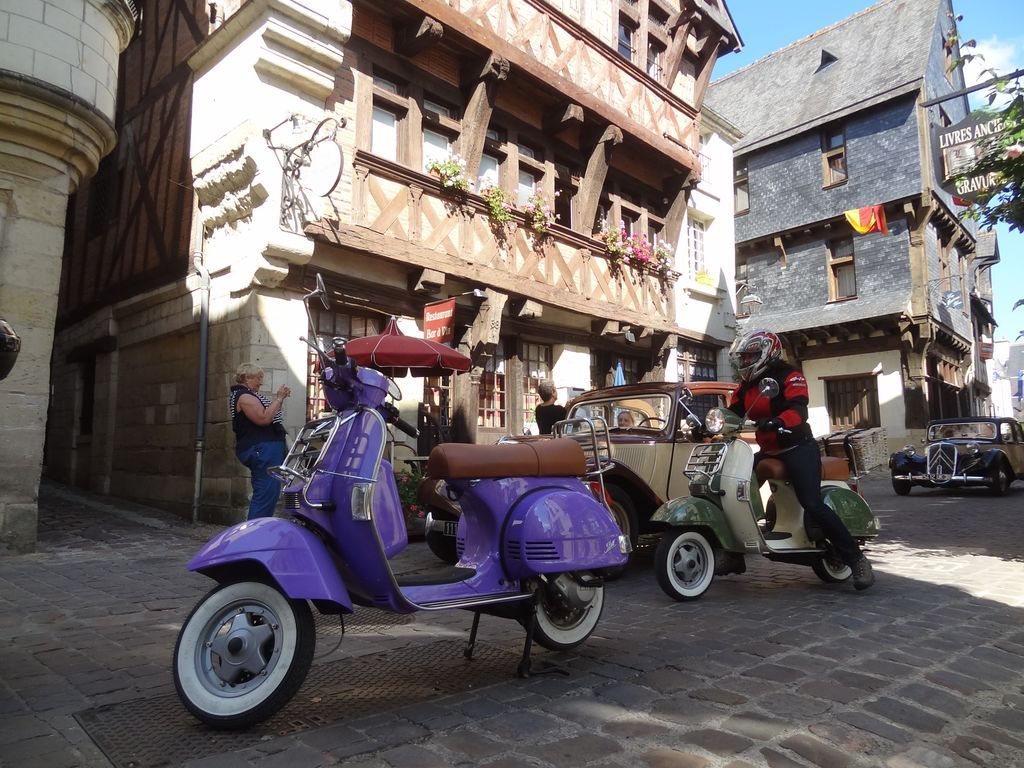 scooter-chinon-tour